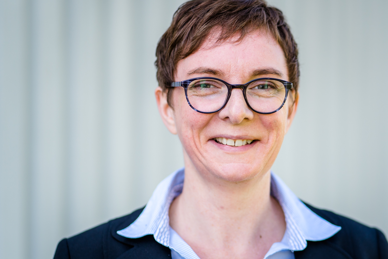 Iris Meyer, Vertrieb