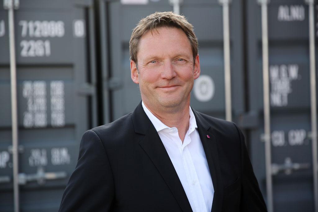 Christian Aust, Vertrieb